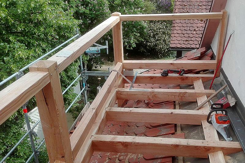 Grundgerüst für einen Balkon