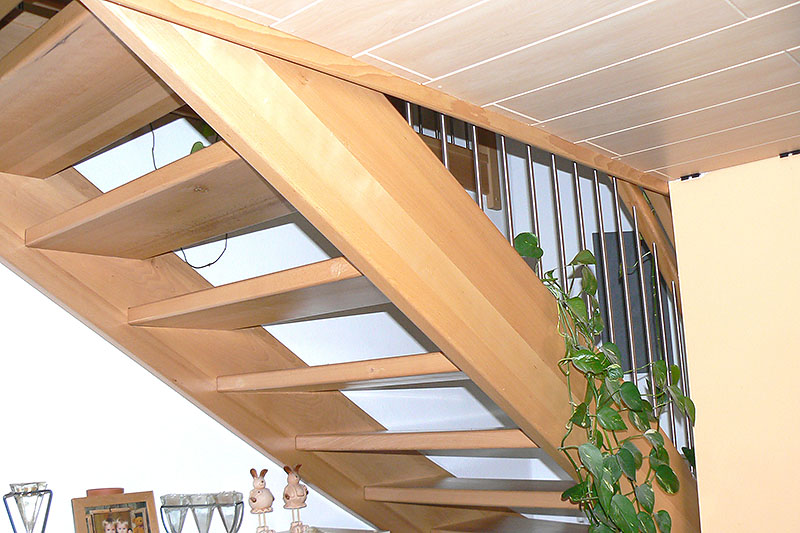 Holztreppe – Blick von unten